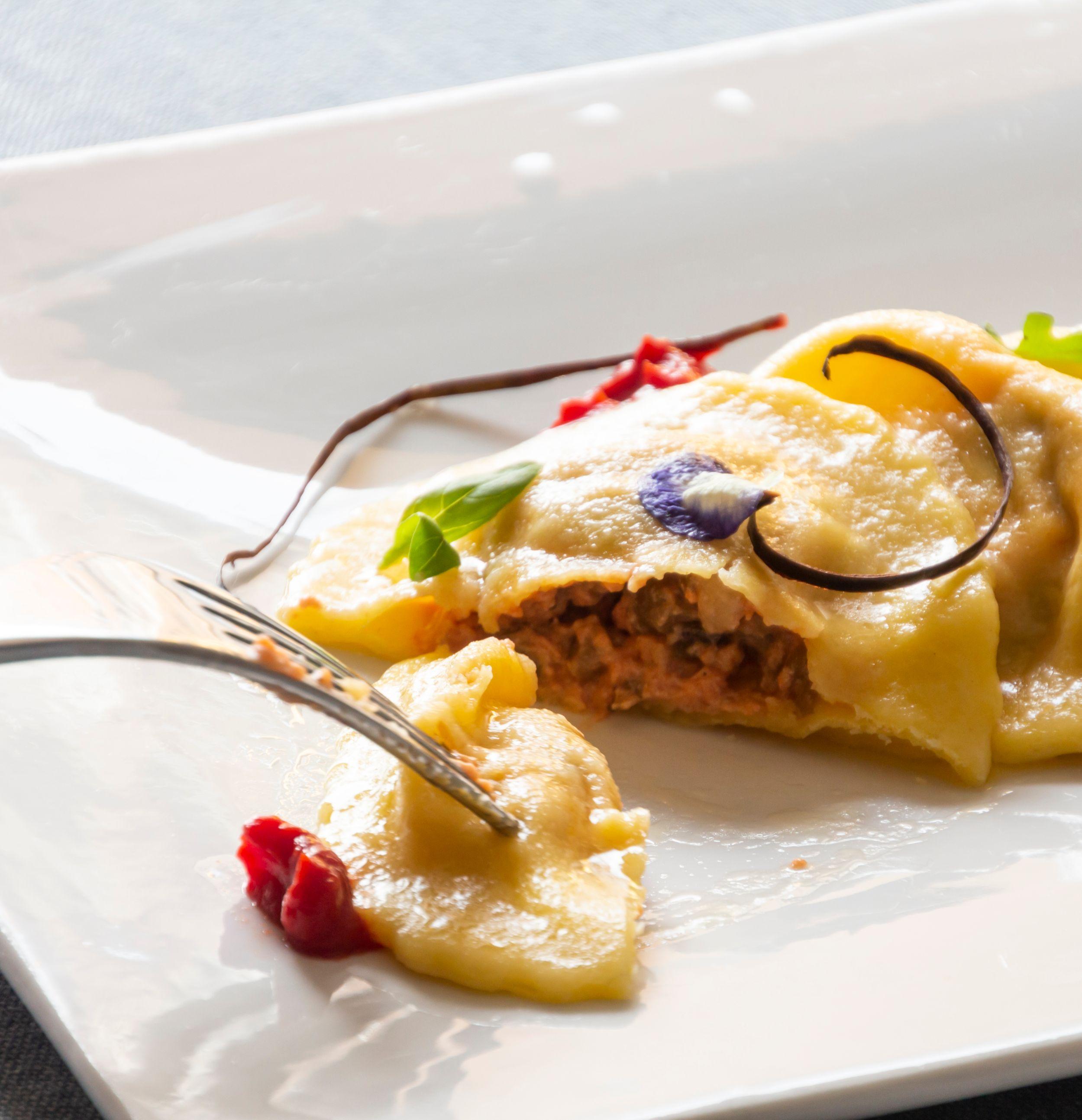 Ricetta Ravioli Melanzane.Ravioli Ripieni Di Parmigiana Di Melanzane Ricette Saporie Saporie